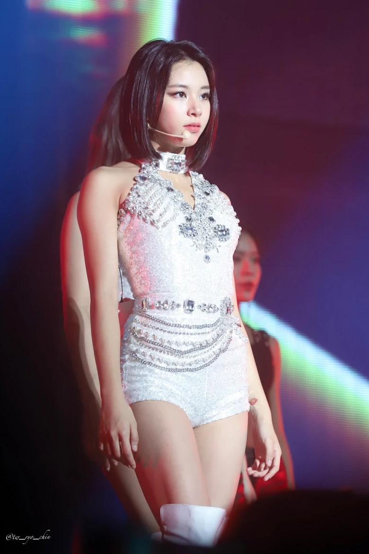 5 idol sắc sảo khi trang điểm nhưng hóa em bé khi để mặt mộc: Jennie xinh đẹp bất chấp, Hwasa - Ảnh 11.