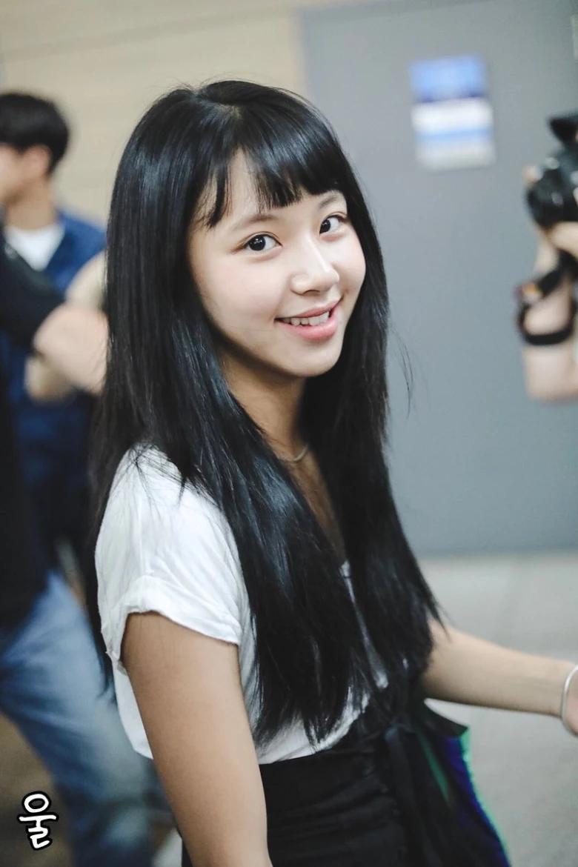5 idol sắc sảo khi trang điểm nhưng hóa em bé khi để mặt mộc: Jennie xinh đẹp bất chấp, Hwasa - Ảnh 13.
