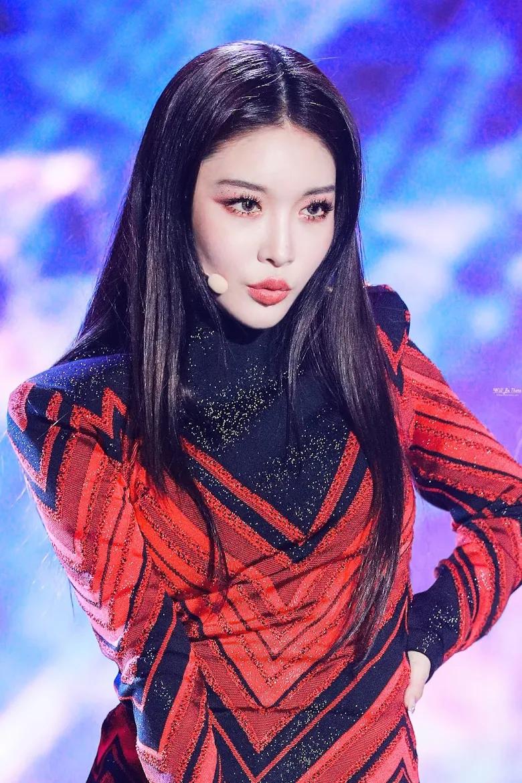 5 idol sắc sảo khi trang điểm nhưng hóa em bé khi để mặt mộc: Jennie xinh đẹp bất chấp, Hwasa - Ảnh 25.