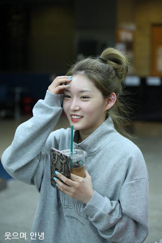 5 idol sắc sảo khi trang điểm nhưng hóa em bé khi để mặt mộc: Jennie xinh đẹp bất chấp, Hwasa - Ảnh 27.