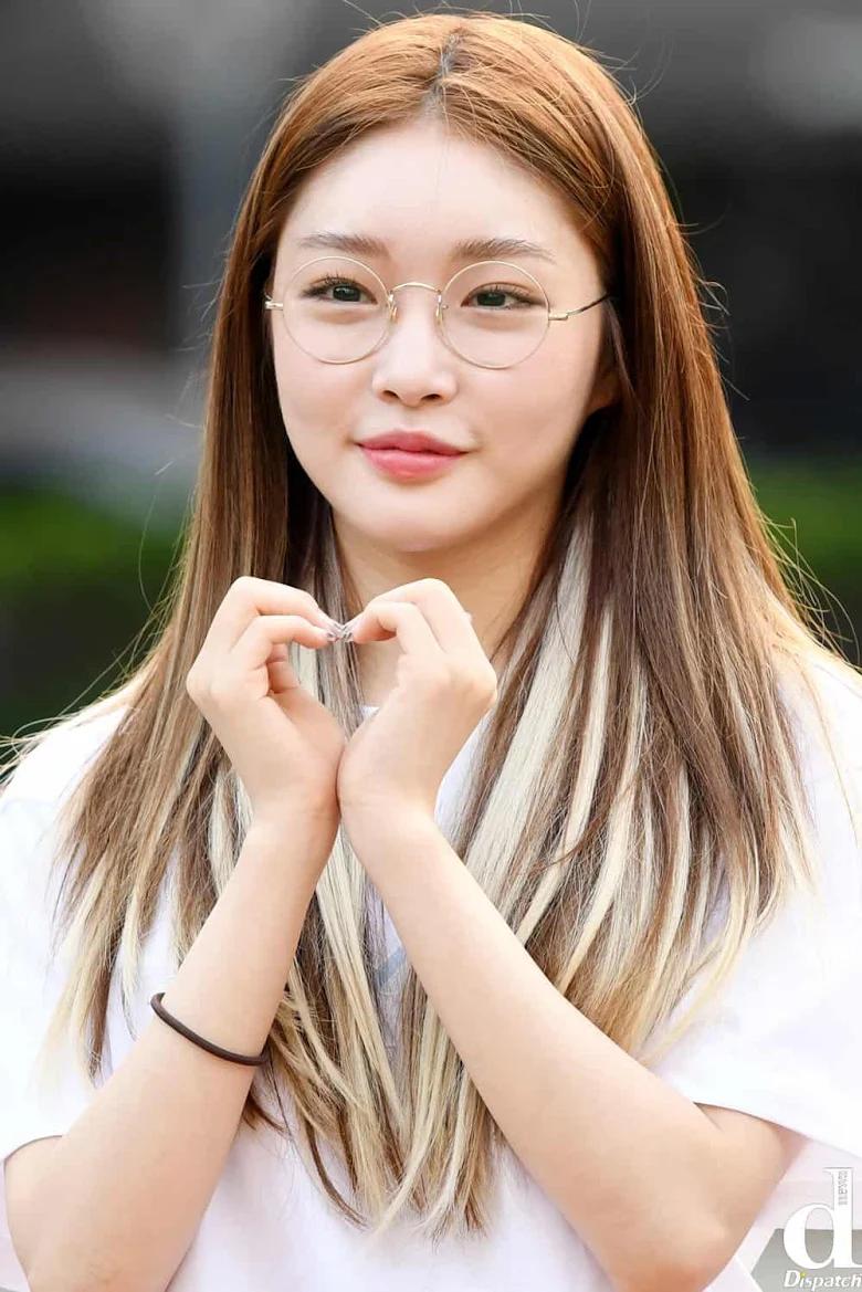 5 idol sắc sảo khi trang điểm nhưng hóa em bé khi để mặt mộc: Jennie xinh đẹp bất chấp, Hwasa - Ảnh 29.