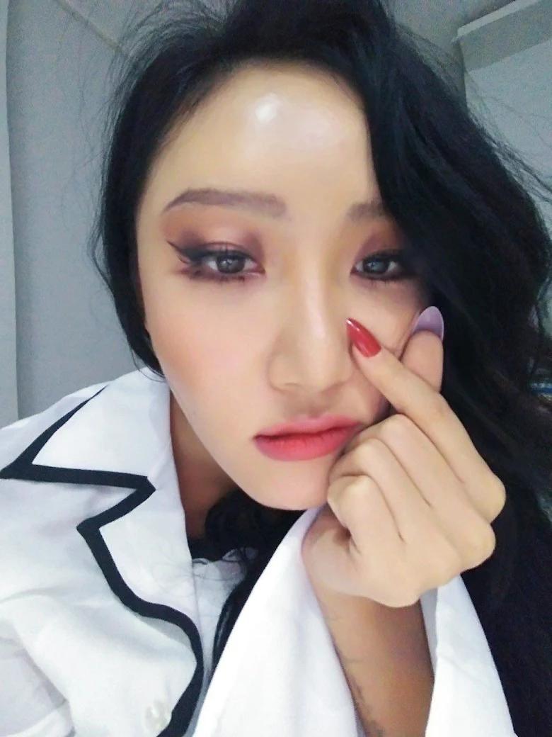 5 idol sắc sảo khi trang điểm nhưng hóa em bé khi để mặt mộc: Jennie xinh đẹp bất chấp, Hwasa - Ảnh 20.