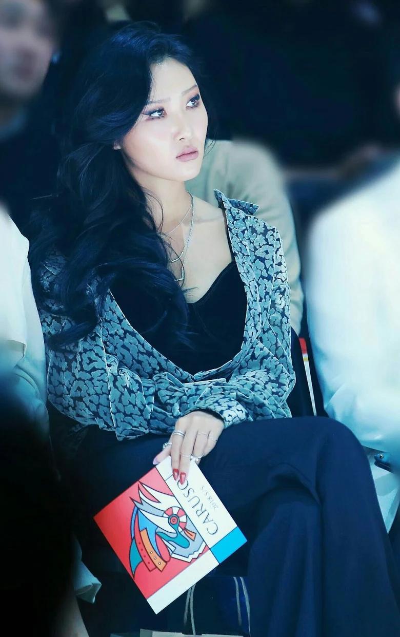 5 idol sắc sảo khi trang điểm nhưng hóa em bé khi để mặt mộc: Jennie xinh đẹp bất chấp, Hwasa - Ảnh 21.