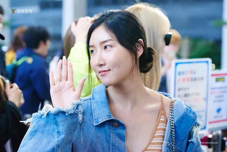 5 idol sắc sảo khi trang điểm nhưng hóa em bé khi để mặt mộc: Jennie xinh đẹp bất chấp, Hwasa - Ảnh 22.