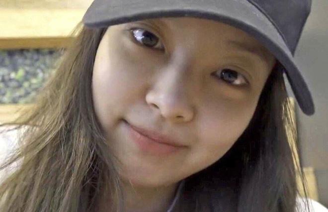 5 idol sắc sảo khi trang điểm nhưng hóa em bé khi để mặt mộc: Jennie xinh đẹp bất chấp, Hwasa - Ảnh 6.
