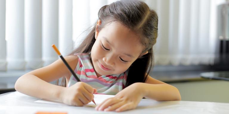 Khả năng tập trung của trẻ yếu kém là do người lớn cứ làm những điều này mà không biết - Ảnh 1.