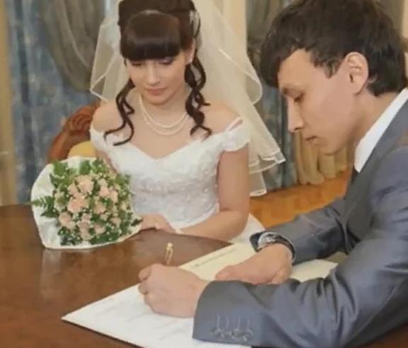 Lên chức làm mẹ ở tuổi 11, thiếu nữ người Nga giờ ra sao với cuộc hôn nhân cùng bố của đứa trẻ sau 15 năm? - Ảnh 2.