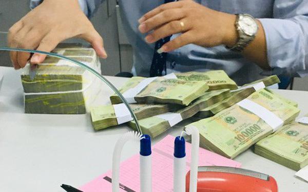 Lãi suất tiền gửi tiết kiệm tại quầy ở các ngân hàng hiện nay ra sao? - Ảnh 2.
