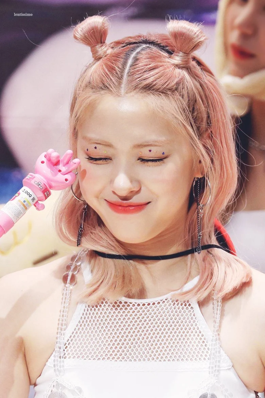 5 idol sắc sảo khi trang điểm nhưng hóa em bé khi để mặt mộc: Jennie xinh đẹp bất chấp, Hwasa - Ảnh 15.