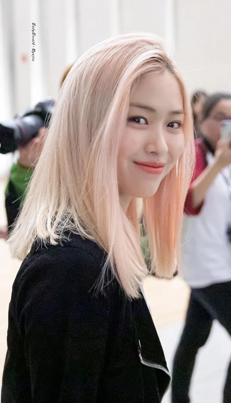 5 idol sắc sảo khi trang điểm nhưng hóa em bé khi để mặt mộc: Jennie xinh đẹp bất chấp, Hwasa - Ảnh 16.