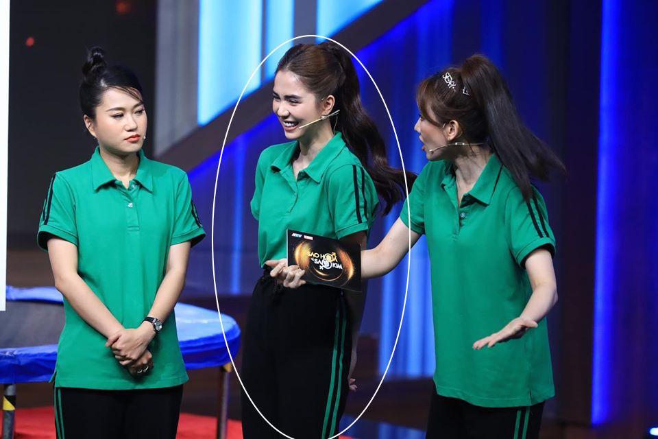 Xuất hiện trên truyền hình, Ngọc Trinh chơi chiêu hack dáng đến Hari Won còn lơ là - Ảnh 6.