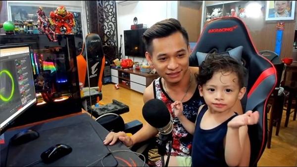 Độ Mixi - 1 trong top 4 streamer giàu nức tiếng lại gây bão với ảnh trông con khi đang live, thế mới nói: Chia tay vì bận lo sự nghiệp chỉ là lý do! - ảnh 5