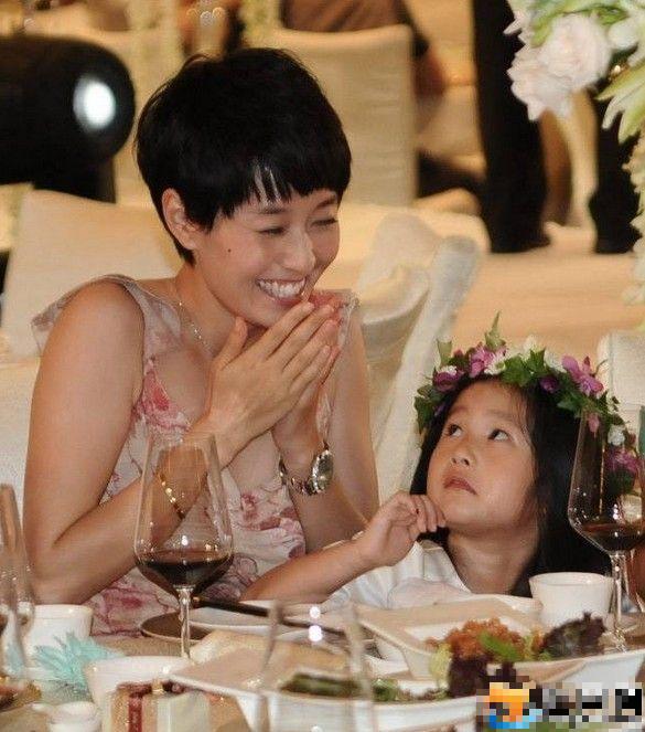 """Sao Hoa Ngữ dạy con thành những đứa trẻ toàn năng chỉ nhờ vào một châm ngôn duy nhất """"yêu con bao nhiêu, nghiêm khắc bấy nhiêu"""" - Ảnh 2."""