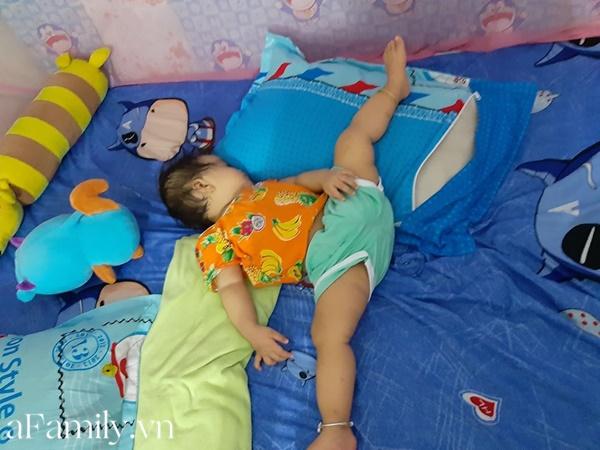 """""""Chết cười"""" với bé gái sinh ra đã có năng khiếu múa ba lê, không tin cứ nhìn tư thế ngủ là biết - Ảnh 2."""