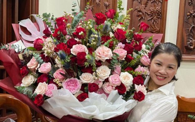 """Bạn gái cầu thủ Quang Hải tặng món quà """"khủng"""" đúng ý mẹ chồng tương lai nhân ngày sinh nhật, dân mạng khen nức nở vì còn trẻ mà rất tâm lý"""