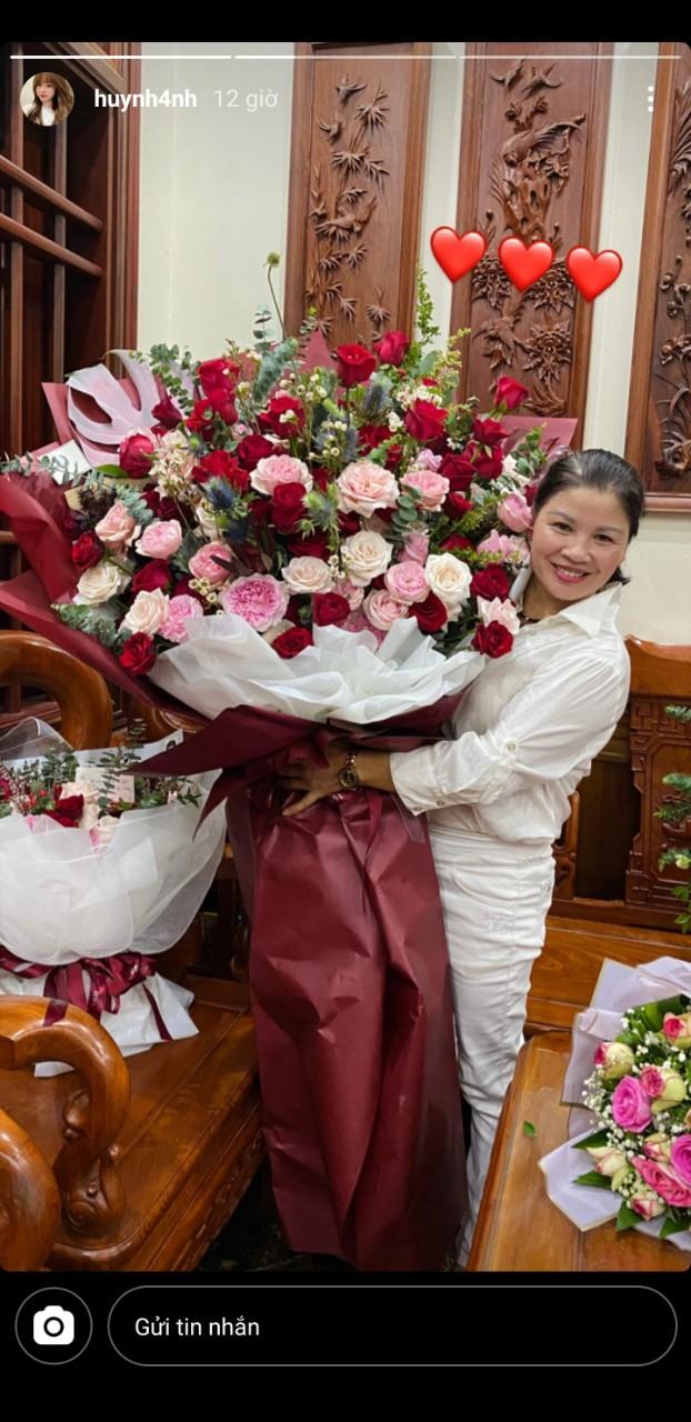 Huỳnh Anh dự tiệc sinh nhật mẹ Quang Hải, còn chuẩn bị hẳn một món quà hấp dẫn mà bất kể người phụ nữ nào nhìn cũng thích mê - Ảnh 2.