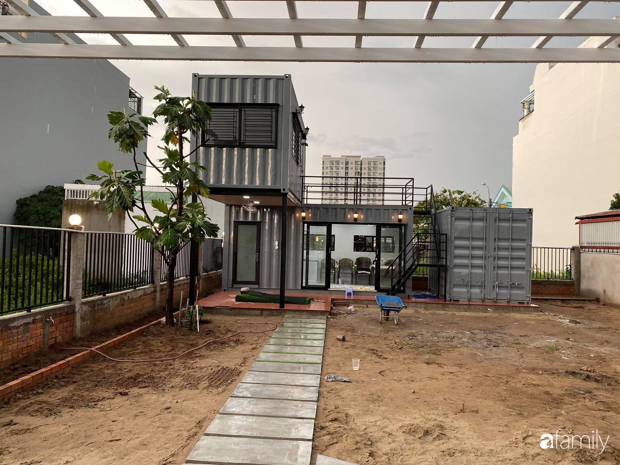 Con gái chi 500 triệu đồng xây nhà vườn container để bố về hưu thỏa mãn đam mê trồng rau ở Sài Gòn - Ảnh 1.