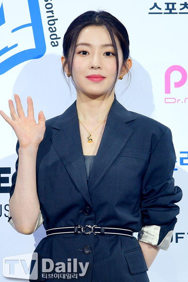"""Đụng váy với """"điên nữ"""" Seo Ye Ji mà Irene chẳng hề lép vế, thậm chí còn lất át về độ trẻ trung, sexy - Ảnh 3."""