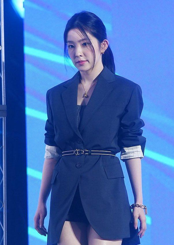 """Đụng váy với """"điên nữ"""" Seo Ye Ji mà Irene chẳng hề lép vế, thậm chí còn lất át về độ trẻ trung, sexy - Ảnh 4."""