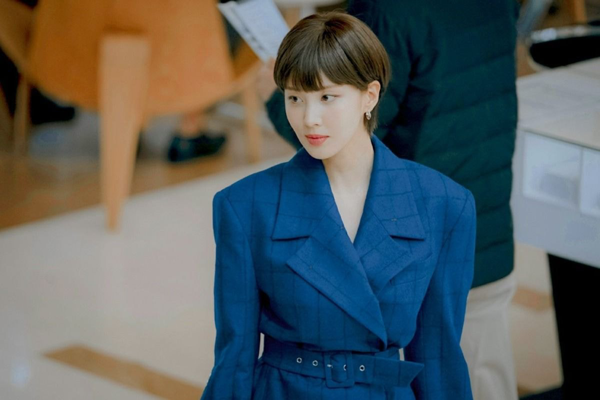 Không nhận ra Seohyun: Nàng bánh bèo của SNSD chơi lớn để tóc tém, biết là hàng fake nhưng fan vẫn sốc lên sốc xuống - Ảnh 1.