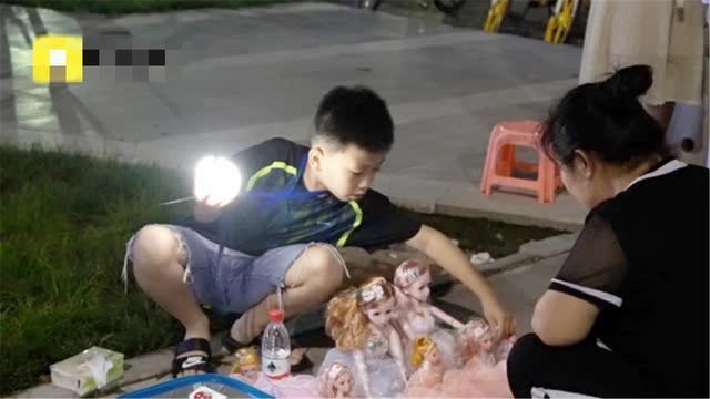 Để dạy con tính tự lập, cha mẹ của cậu bé 10 tuổi đã có cách độc đáo và rất hiệu quả dù không phải ai cũng dám thử. - Ảnh 1.