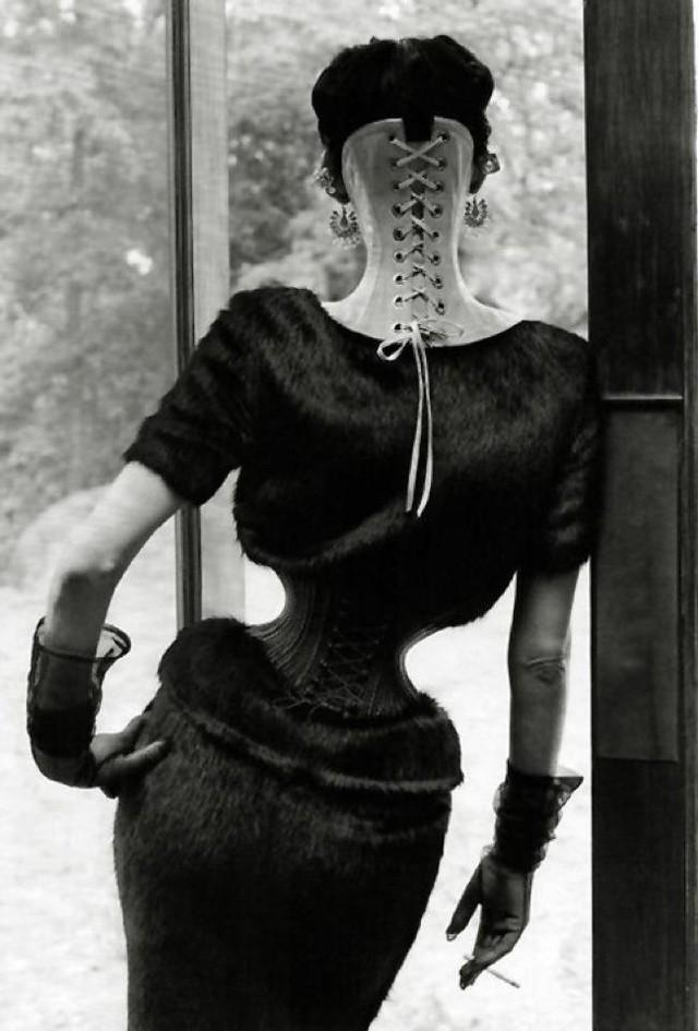Người phụ nữ chiều chồng nhất lịch sử nhân loại và hành trình hơn 10 năm đau đớn để sở hữu vòng eo 33cm cùng một diện mạo kỳ dị - Ảnh 3.