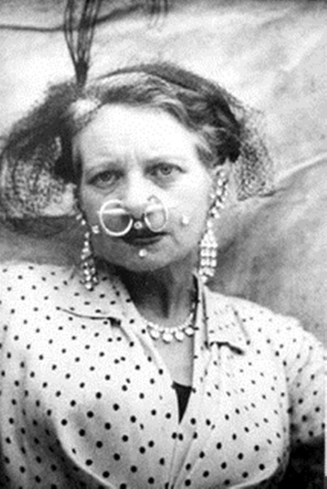Người phụ nữ chiều chồng nhất lịch sử nhân loại và hành trình hơn 10 năm đau đớn để sở hữu vòng eo 33cm cùng một diện mạo kỳ dị - Ảnh 8.