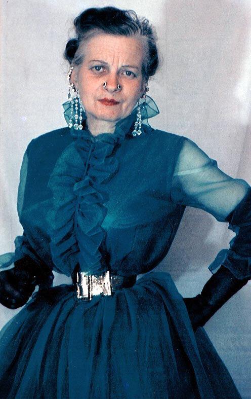 Người phụ nữ chiều chồng nhất lịch sử nhân loại và hành trình hơn 10 năm đau đớn để sở hữu vòng eo 33cm cùng một diện mạo kỳ dị - Ảnh 9.