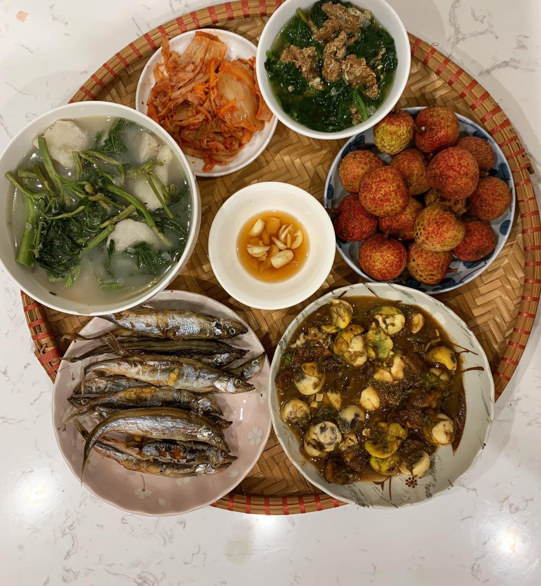 Chi phí chỉ từ 100k nhưng mỗi bữa cơm của bà nội trợ Hà Nội đều tươm tất đủ món thơm ngon, bổ dưỡng cho mọi thành viên gia đình - Ảnh 3.