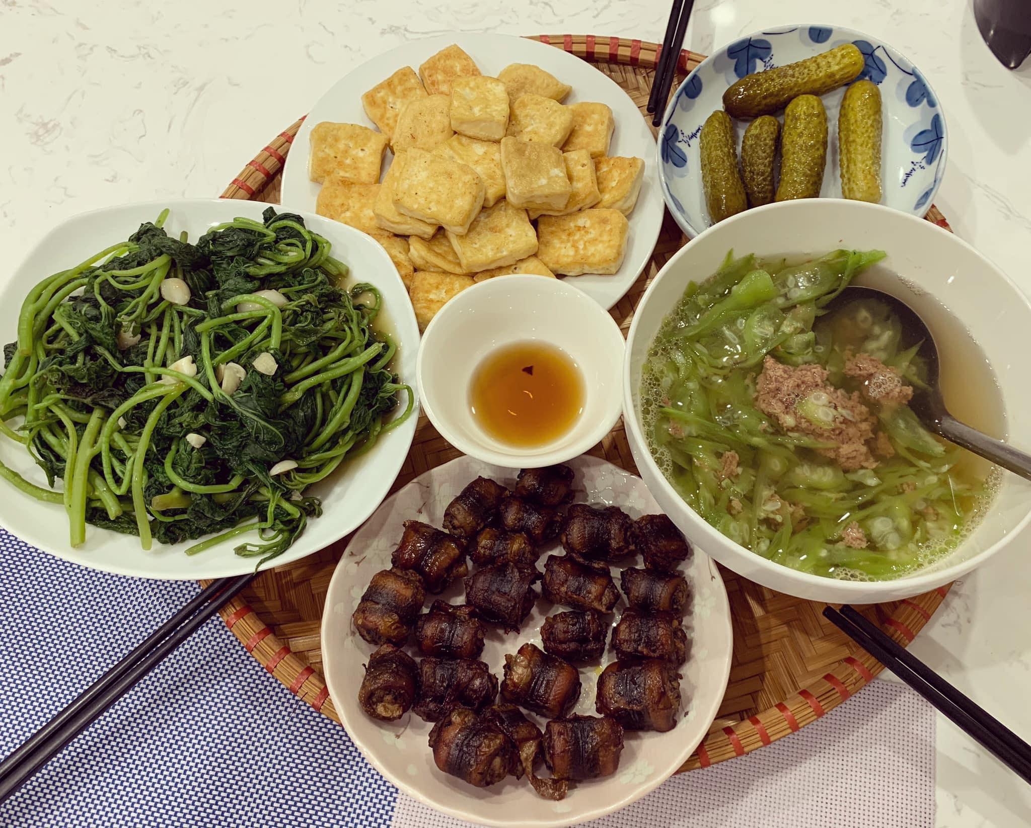 Chi phí chỉ từ 100k nhưng mỗi bữa cơm của bà nội trợ Hà Nội đều tươm tất đủ món thơm ngon, bổ dưỡng cho mọi thành viên gia đình - Ảnh 8.