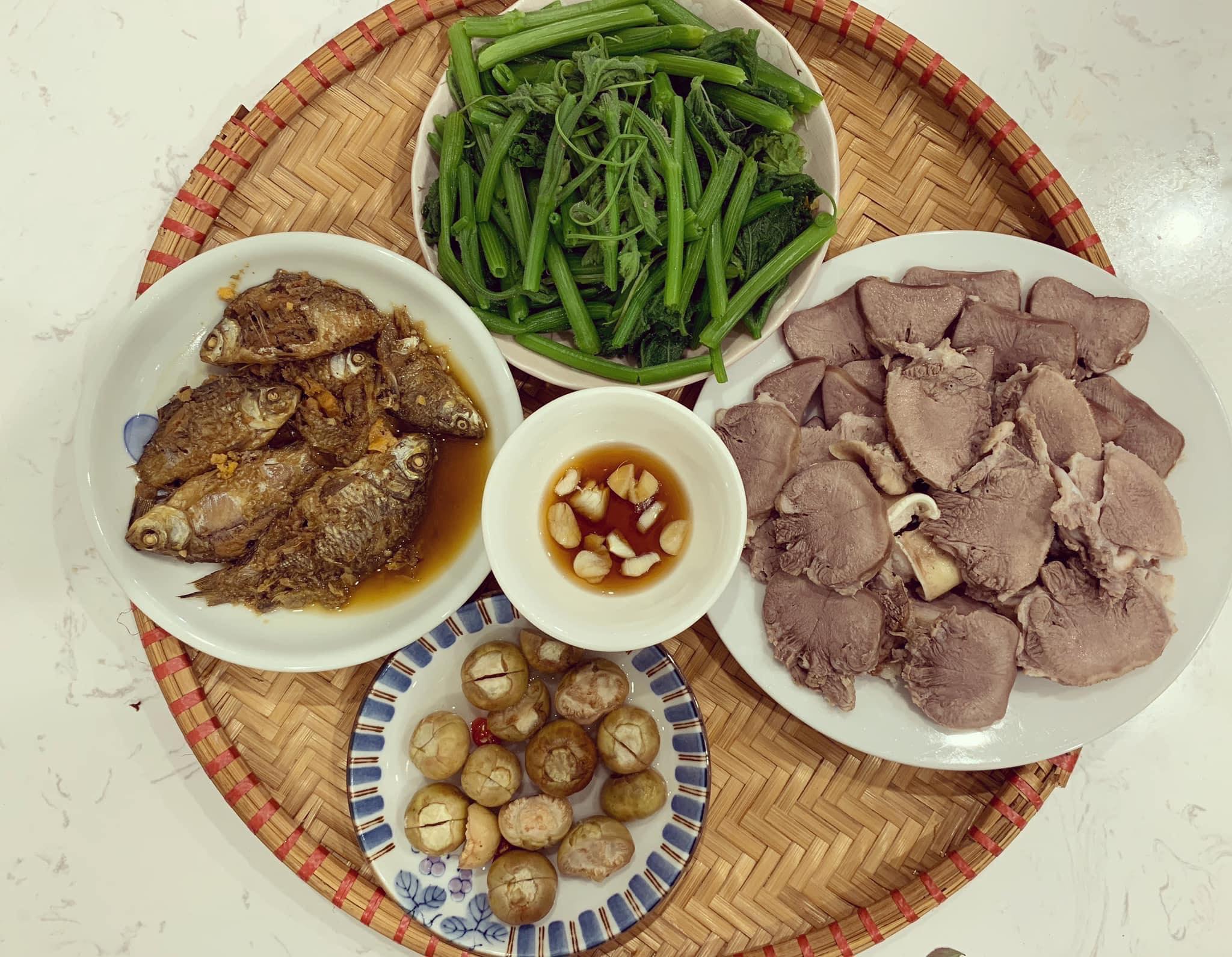 Chi phí chỉ từ 100k nhưng mỗi bữa cơm của bà nội trợ Hà Nội đều tươm tất đủ món thơm ngon, bổ dưỡng cho mọi thành viên gia đình - Ảnh 11.
