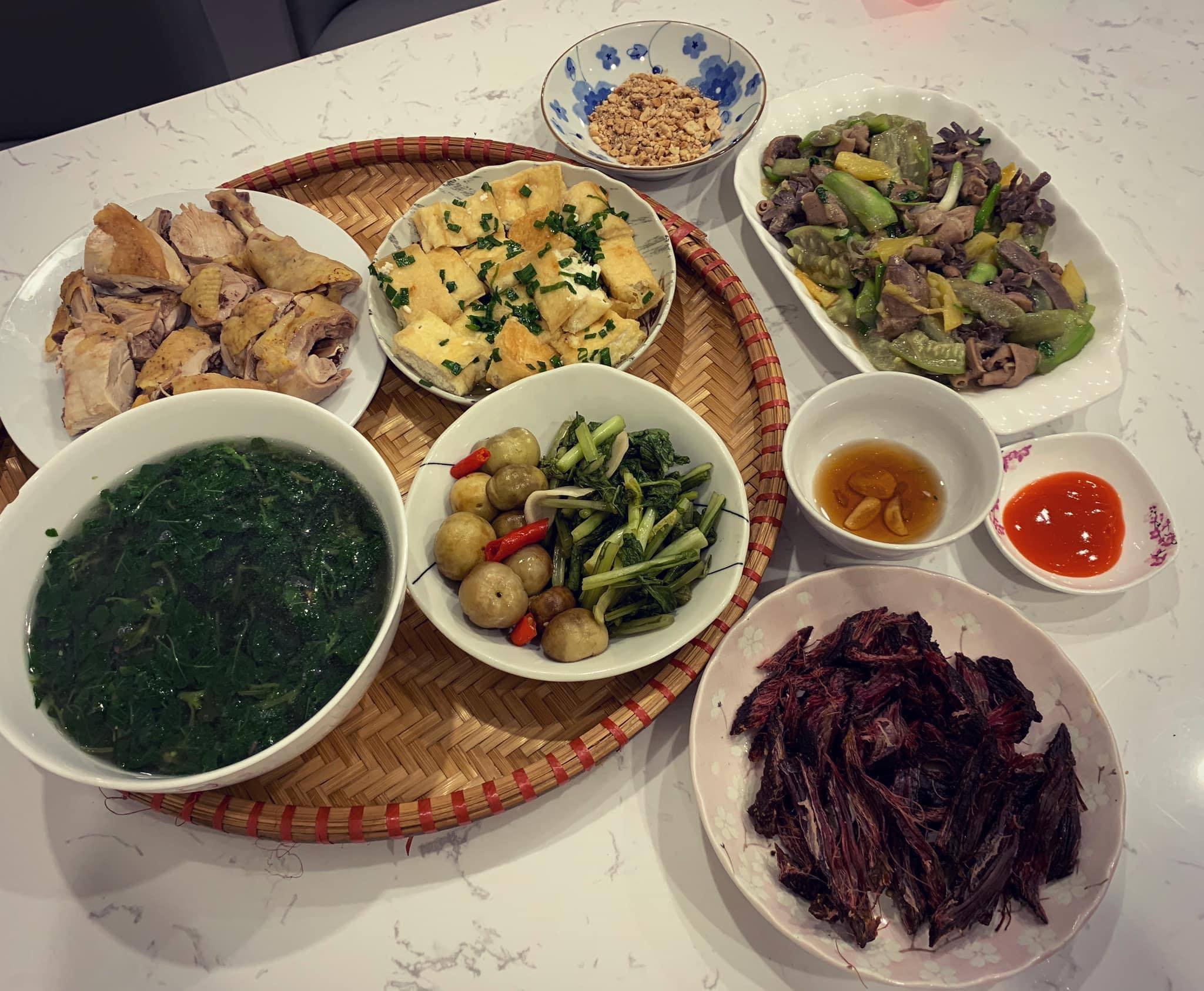 Chi phí chỉ từ 100k nhưng mỗi bữa cơm của bà nội trợ Hà Nội đều tươm tất đủ món thơm ngon, bổ dưỡng cho mọi thành viên gia đình - Ảnh 15.