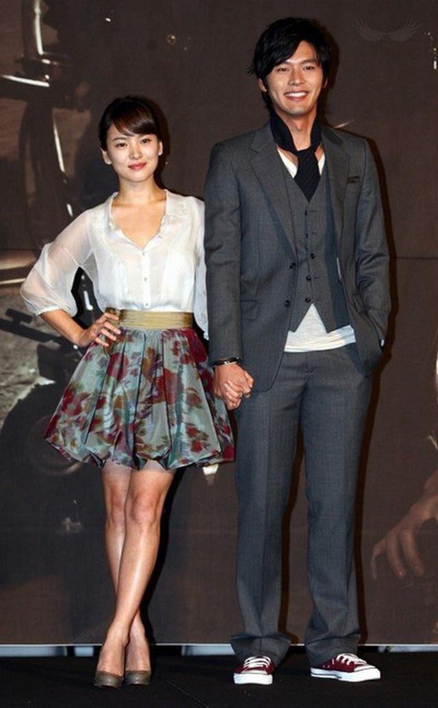Tập thể người yêu cũ từ Song Hye Kyo đến Kang Sora kết hôn hết lượt, bao giờ Hyun Bin mới được sắm vai chú rể? - Ảnh 9.