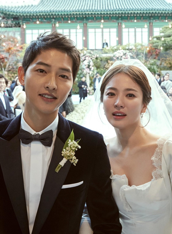 Tập thể người yêu cũ từ Song Hye Kyo đến Kang Sora kết hôn hết lượt, bao giờ Hyun Bin mới được sắm vai chú rể? - Ảnh 7.