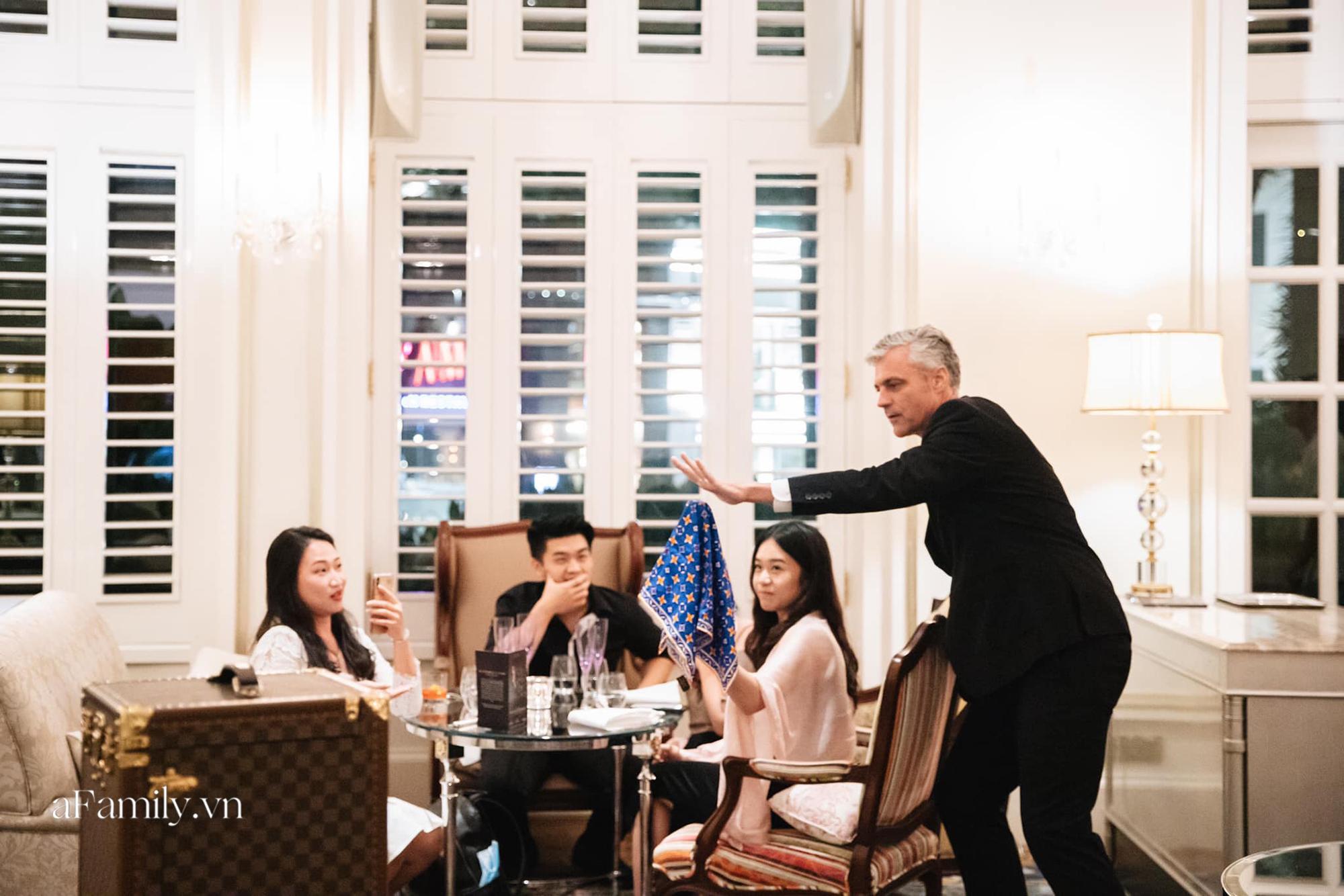 """Người Sài Gòn giải trí thời Covid, các buổi tiệc """"giới hạn số lượng"""" lên ngôi với gần 4 triệu đồng/người để vừa ăn tối vừa xem ảo thuật trong 2 tiếng - Ảnh 1."""