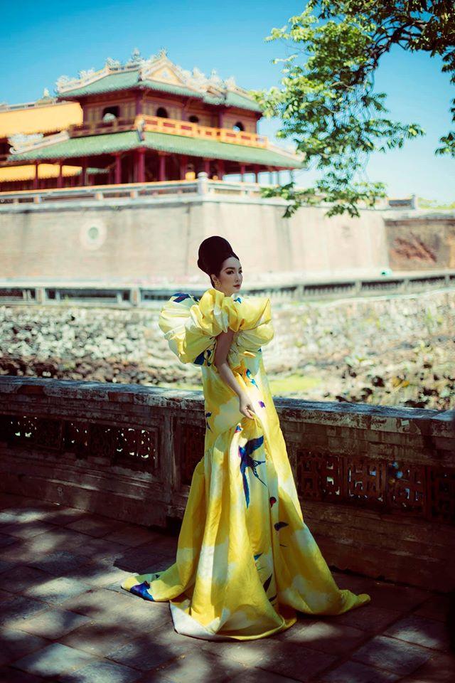 Hoa hậu Giáng My khoe nhan sắc tuổi 50 mỹ miều trong hoàng thành Đại nội Huế - Ảnh 3.