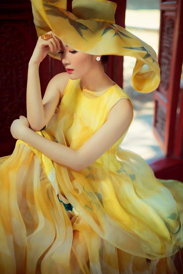 Hoa hậu Giáng My khoe nhan sắc tuổi 50 mỹ miều trong hoàng thành Đại nội Huế - Ảnh 2.