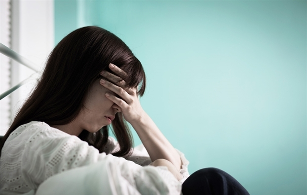 Chồng đột nhiên đi làm về lúc nửa đêm, vừa nhìn thấy vợ thì bất ngờ quỳ sụp xuống nền nhà rồi nói những lời xin lỗi khiến đầu tôi như điên loạn - Ảnh 1.