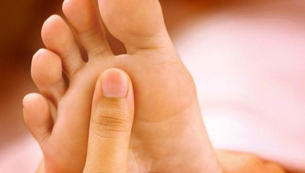 """Bàn chân giống như """"đồng hồ sức khoẻ"""", 3 dấu hiệu này trên bàn chân cho biết rất có thể gan của bạn đang gặp vấn đề - Ảnh 1."""