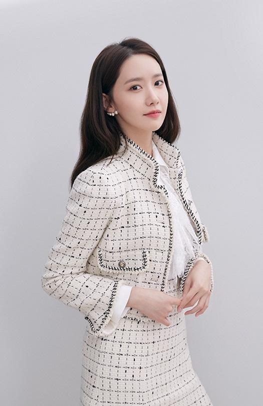 Sang tuổi 30, Yoona tạm biệt style ngọt ngào. trong sáng quay ngoắt sang hình ảnh sang chảnh, quý phái như tiểu thư nhà tài phiệt - Ảnh 5.