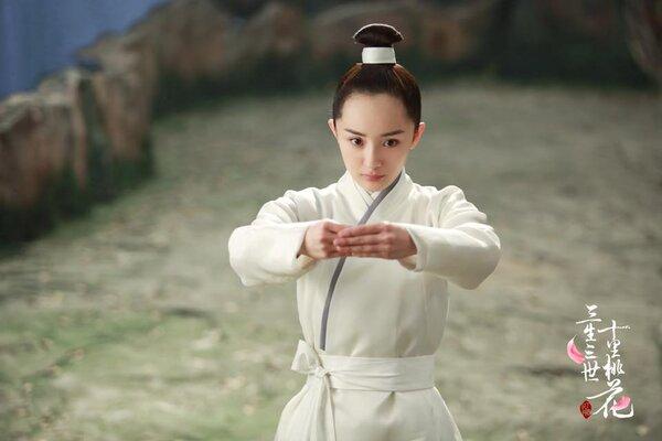 """Lộ ảnh mặc triều phục sắc nét của Dương Mịch, giả trai đẹp hơn hẳn """"Tam sinh tam thế Thập lý đào hoa""""  - Ảnh 9."""