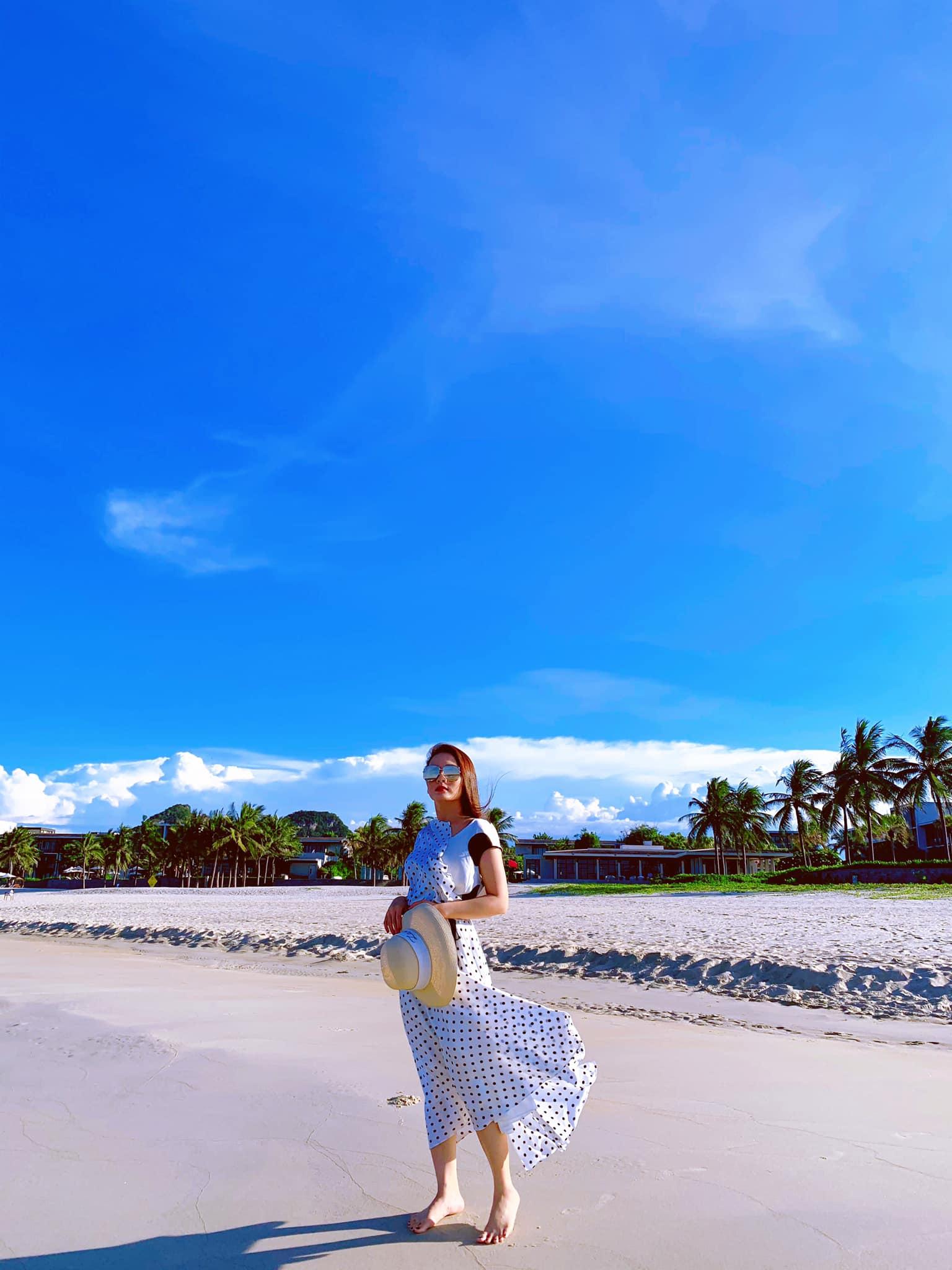 """Street style của dàn """"hậu cung"""" VTV: Phanh Lee vừa lấy chồng đã khoe eo thon dáng chuẩn, nhưng đỉnh nhất là style của """"cô Linh tiểu tam"""" - Ảnh 3."""