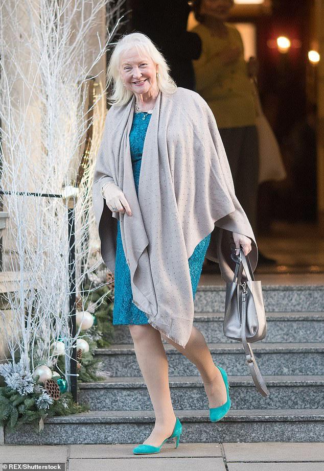 Trước thái độ quá quắt của vợ chồng Meghan Markle, Nữ hoàng Anh đã có hành động bất ngờ dẹp yên mọi chuyện, khiến mọi người nể phục - Ảnh 1.