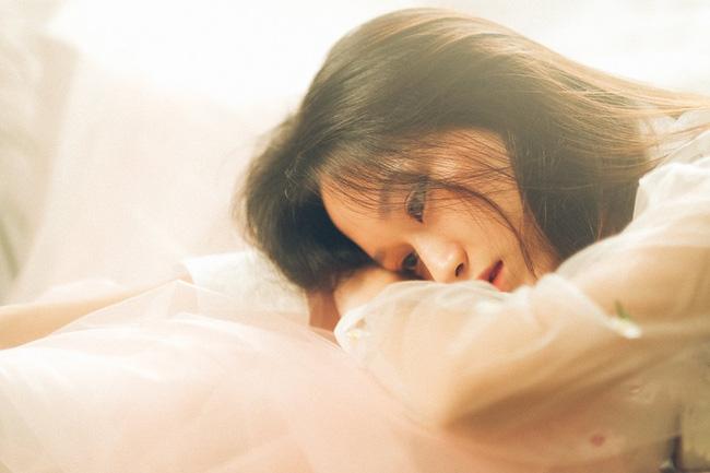 Nửa đêm vợ về đến nhà, chồng mỉm cười chào đón nhưng cô lại chìa ra một bó hoa hướng dương rồi kiên quyết ly hôn khiến anh ân hận tột cùng - Ảnh 1.