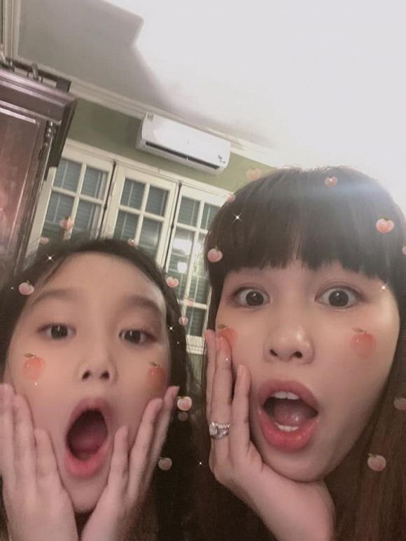 Ngỡ ngàng vì em gái cùng cha khác mẹ của Hà Anh xinh như thiên thần, mới 7 tuổi đã được dự đoán sẽ thành siêu mẫu như chị - Ảnh 6.