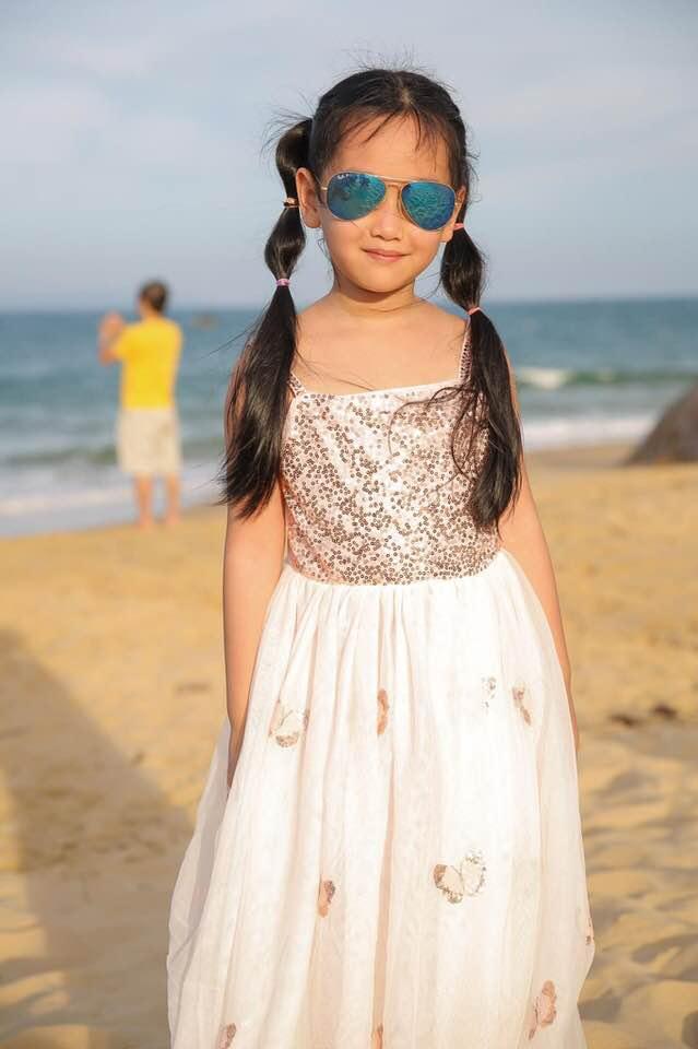 Ngỡ ngàng vì em gái cùng cha khác mẹ của Hà Anh xinh như thiên thần, mới 7 tuổi đã được dự đoán sẽ thành siêu mẫu như chị - Ảnh 7.