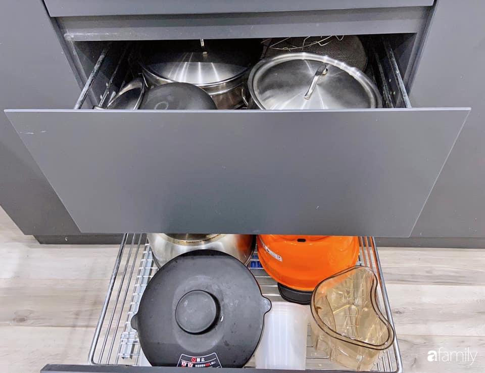 Căn bếp nhỏ tinh tươm nhờ cách sắp đặt đồ đạc, vật dụng khoa học của bà mẹ Hà Nội - Ảnh 7.