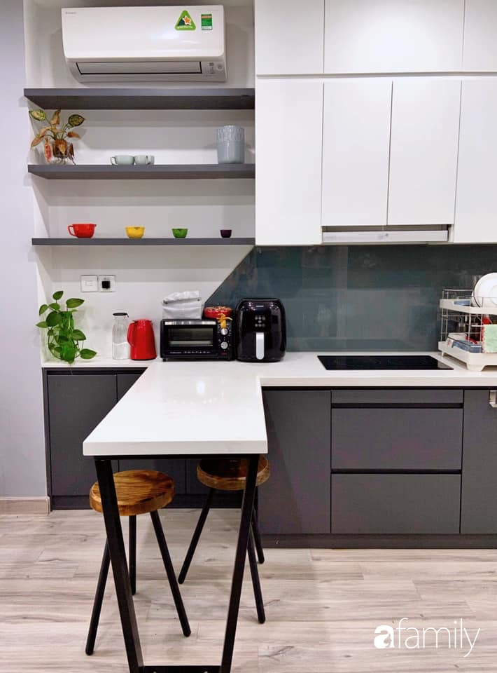 Căn bếp nhỏ tinh tươm nhờ cách sắp đặt đồ đạc, vật dụng khoa học của bà mẹ Hà Nội - Ảnh 2.