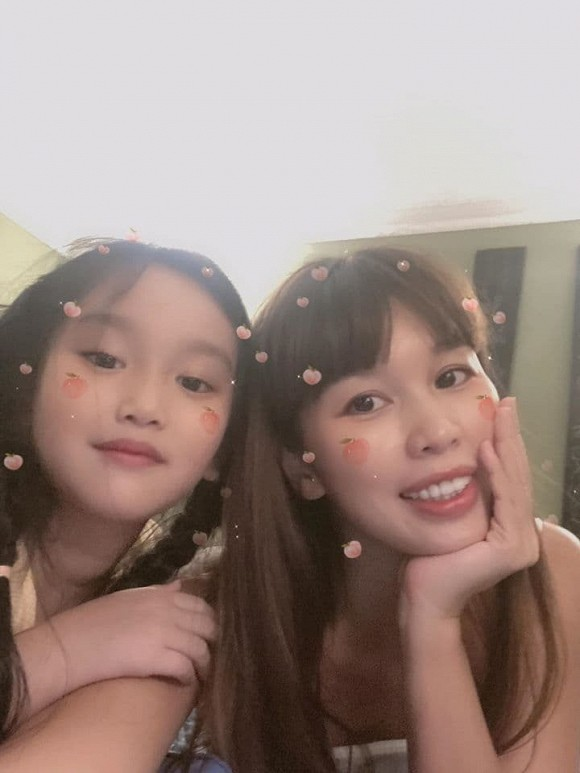 Ngỡ ngàng vì em gái cùng cha khác mẹ của Hà Anh xinh như thiên thần, mới 7 tuổi đã được dự đoán sẽ thành siêu mẫu như chị - Ảnh 5.