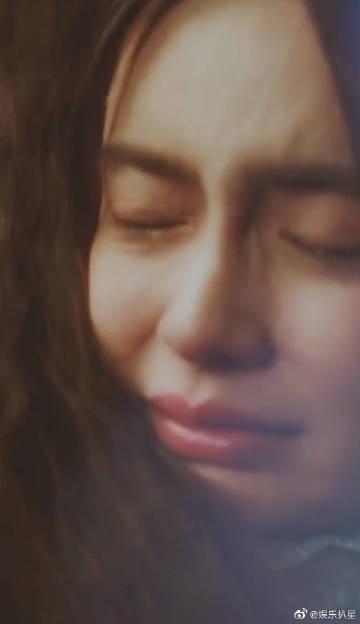 Lên No.1 Hot Search vì khóc lóc, Angelababy bị đào bới chuyện diễn tệ hại đến mức phải dùng thuốc nhỏ mắt  - Ảnh 3.